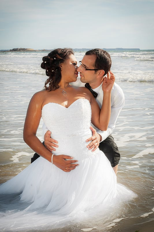 photo de couple de mariage à la plage