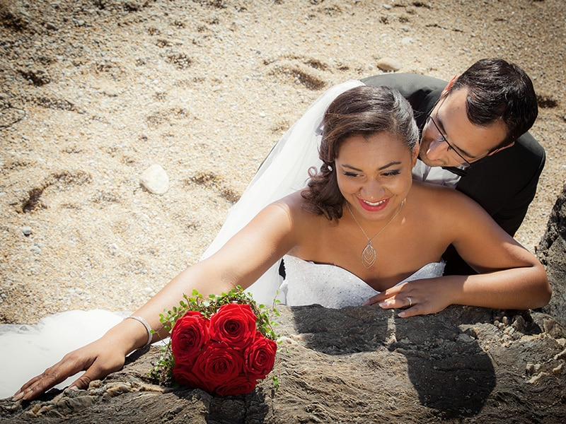 photo de couple de mariage à la plage